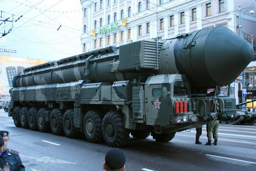 Przykładowa mobilna bateria rakiet interkontynentalnych (rosyjska)