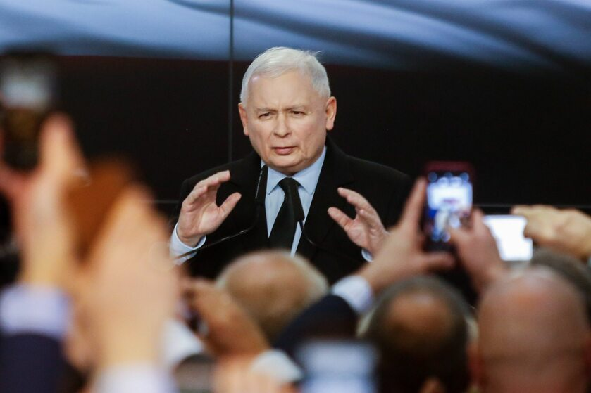 Jarosław Kaczyński w trakcie wieczoru wyborczego PiS