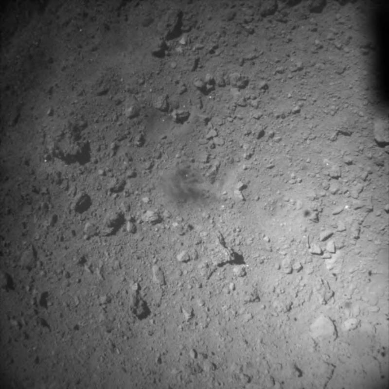 Powierzchnia Ryugu Zdjęcia wykonane po drugim lądowaniu sondy Hayabusa2 na asteroidzie Ryugu 11 lipca 2019 roku.