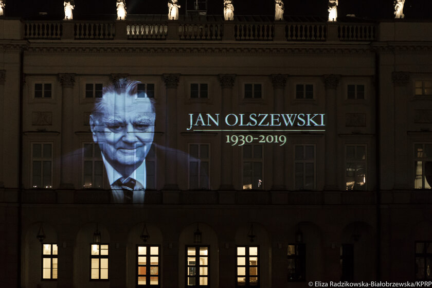 Iluminacja upamiętniająca Jana Olszewskiego na Pałacu Prezydenckim