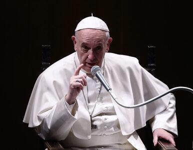 Papież: Kościół powinien otaczać troską pary żyjące bez ślubu