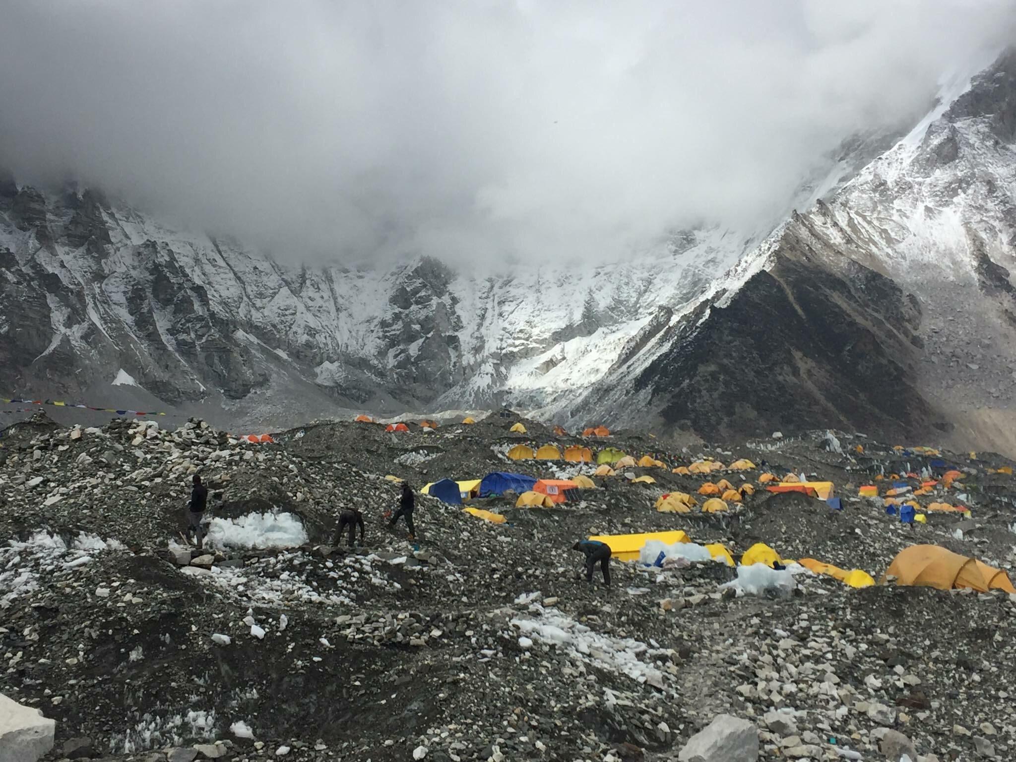 Pozostałości obozów w Drodze na Mount Everest