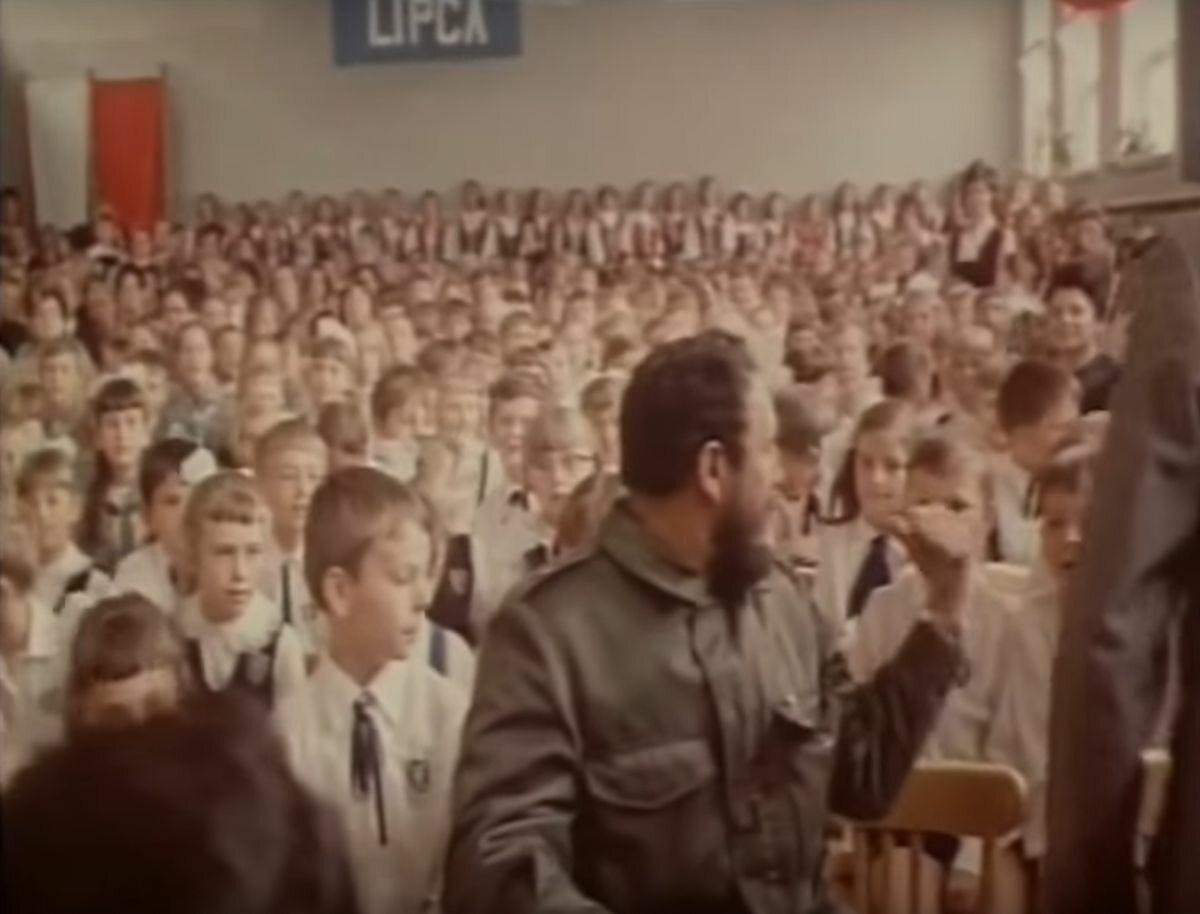 Fidel Castro wśród dzieci