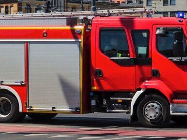 Mroków. Wóz strażacki przejechał mężczyznę. 53-latek nie żyje