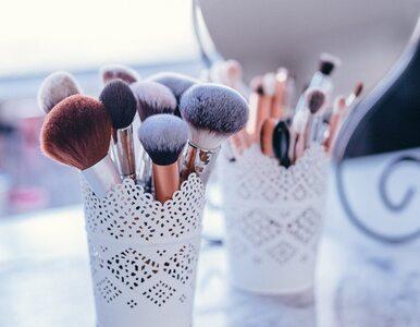 Brudne pędzle i gąbki do makijażu mogą wywoływać zmarszczki