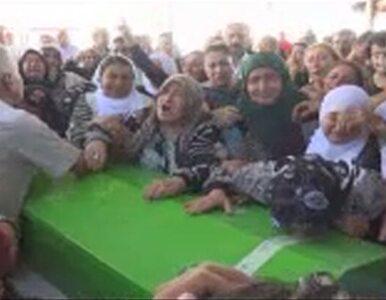 Turcy pożegnali ofiary zamachu w Suruc