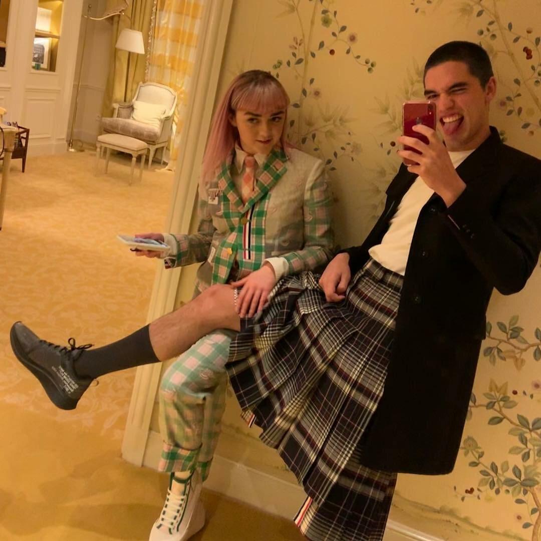 Reuben Selby i Maisie Williams