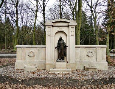 Szczecin: na pocztówkach... groby