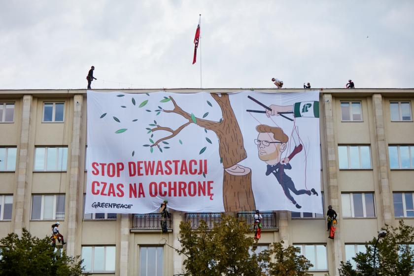Akcja Greenpeace'u na dachu Ministerstwa Środowiska