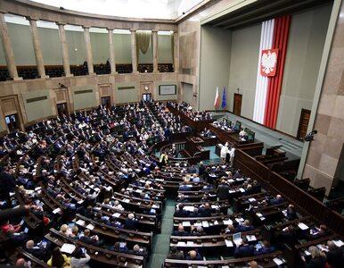 Najnowszy sondaż. Siedem partii w Sejmie, spadek poparcia dla PO i...