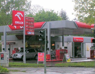 Rząd chce wprowadzić nowy podatek paliwowy. Osiem groszy plus VAT za litr