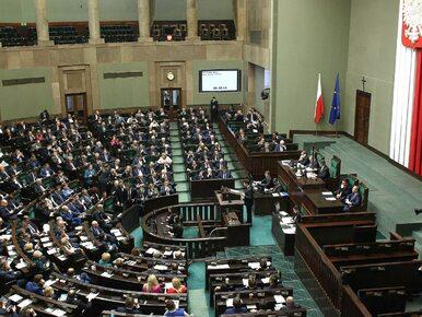 Sondaż. PiS z większością. Sejm z Biedroniem, jednak bez Nowoczesnej