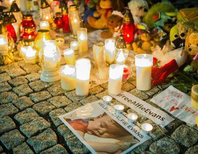 """""""Daily Mail"""" o wsparciu Polaków dla Alfiego Evansa. Maskotki i świeczki..."""