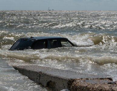 Range Rover porzucony na plaży. Jak się tam znalazł?