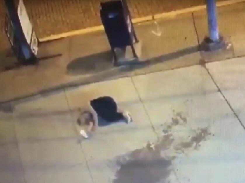 Pobita kobieta na ulicy Pittsburgha