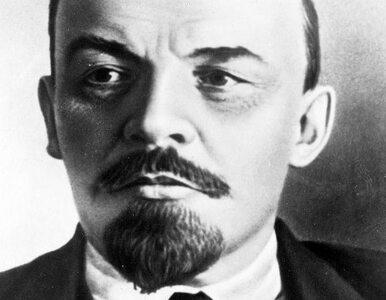 Ktoś chciał urwać Leninowi głowę. Włoscy komuniści trzymają wartę przy...