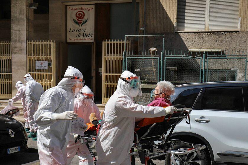 Akcja służb medycznych w Neapolu