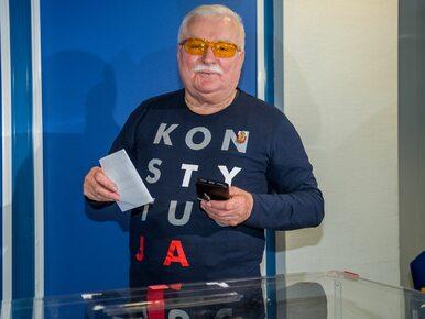 """Zagraniczna agencja napisała o koszulce Wałęsy. """"Symbol walki..."""