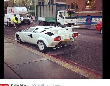 Lamborghini warte 1,3 mln zł. blokuje ulicę. Poszukiwany właściciel