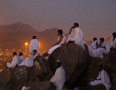 Muzułmanie kamieniują szatana