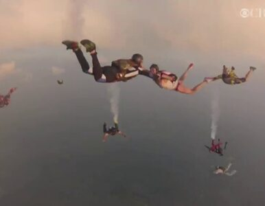 Para spadochroniarzy pobrała się szybując w powietrzu