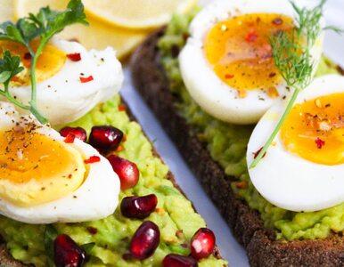 Unikasz jedzenia jajek, bo boisz się cholesterolu? Ekspert obala...
