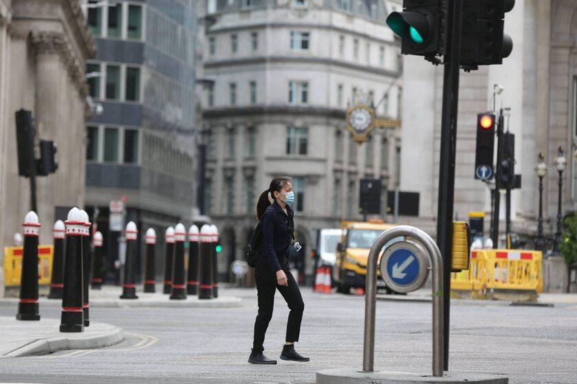 Kobieta na ulicy Londynu