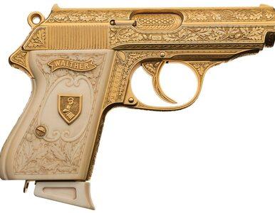 Należał do zbrodniarza wojennego, teraz czeka na nabywcę. Złoty pistolet...