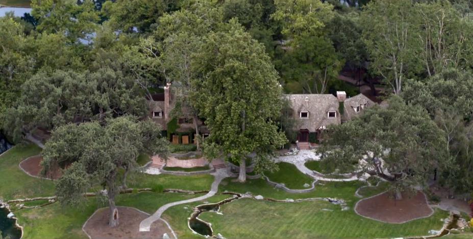 Ranczo Neverland z lotu ptaka. Na zdjęciu główny dom