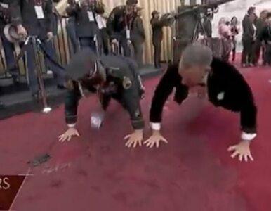 Tom Hanks robił pompki na czerwonym dywanie. Jest nagranie