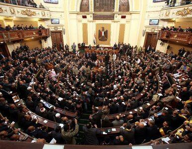 Egipt: islamisci debatują w parlamencie