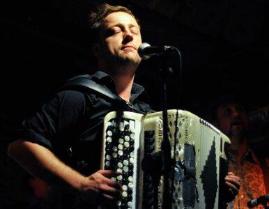 Czesław Śpiewa koncertowo gra i... nie sra