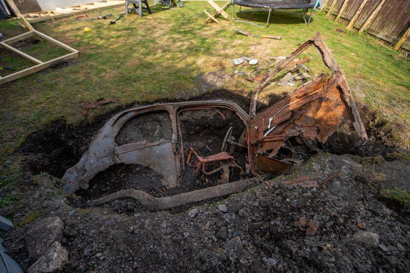 Samochód, który w swoim ogródku znalazł John Brayshaw