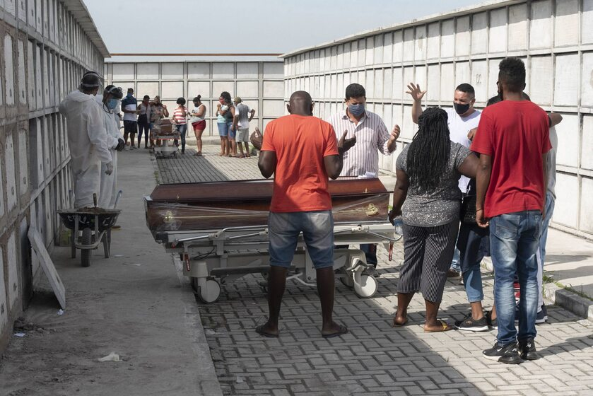 Pogrzeb ofiar koronawirusa w Brazylii, cmentarz komunalny w Rio de Janeiro