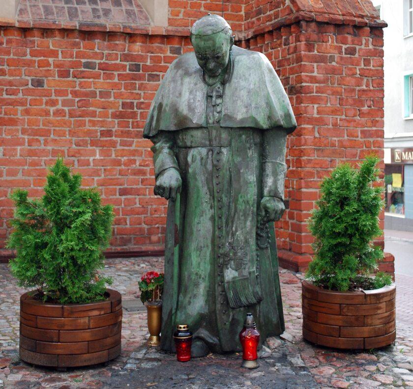 Pomnik Jana Pawła II w Starogardzie Gdańskim